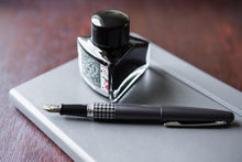 Load image into Gallery viewer, Pilot Metropolitan Retro Pop Series MR3 Houndstooth Gray Fountain pen - BDpens