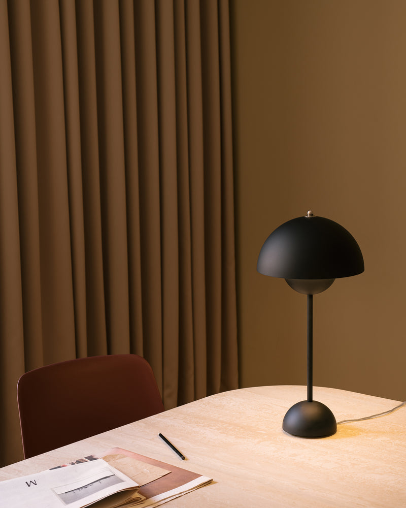 Flowerpot VP3 Table Lamp - Matte Black