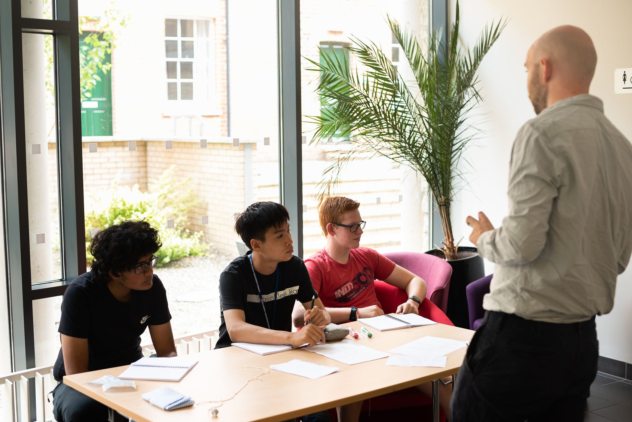 Summer school students learn from expert Oxford and Cambridge graduate tutors