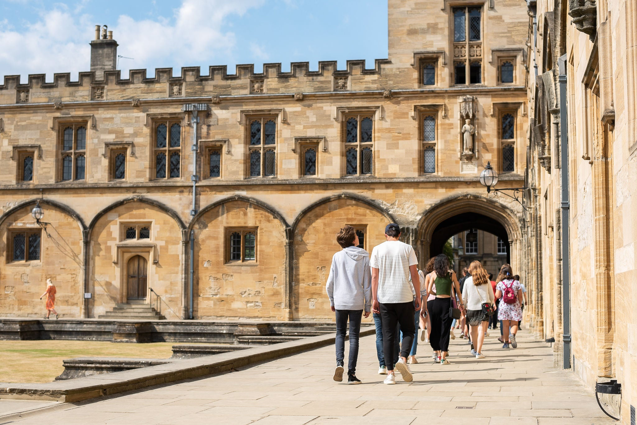 Summer school students touring Oxford University college