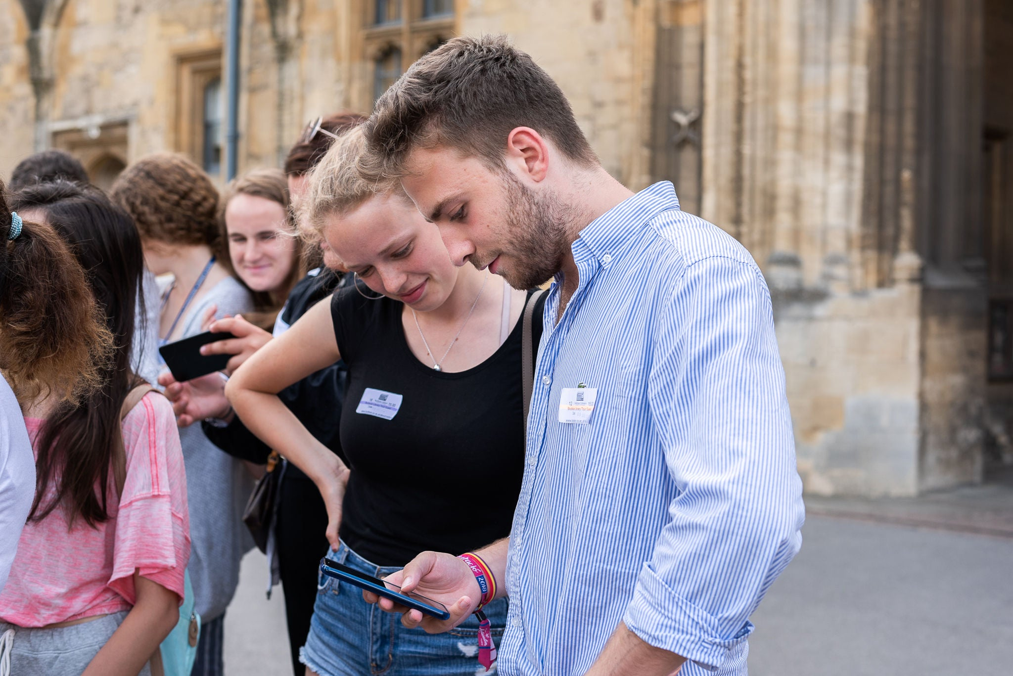 Summer school students on trip around Oxford University sites