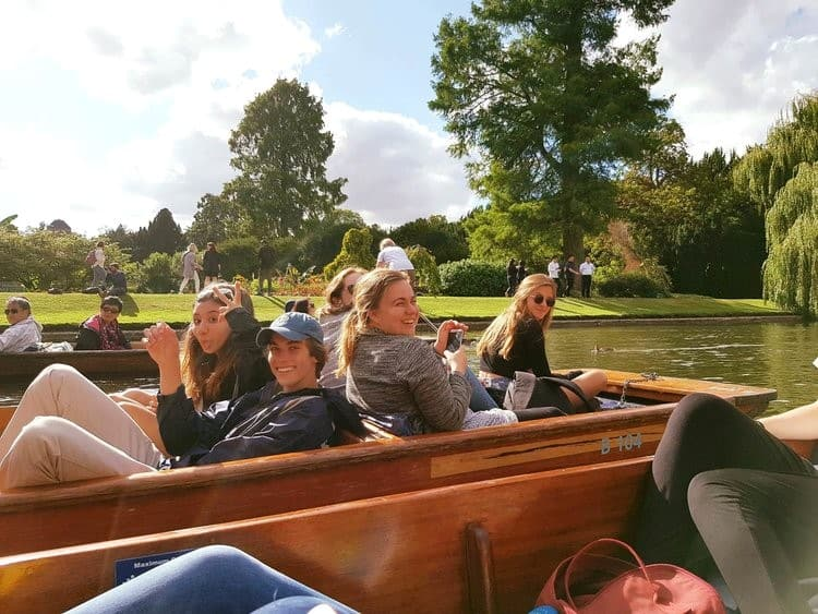 Summer school students go punting in Oxford and Cambridge