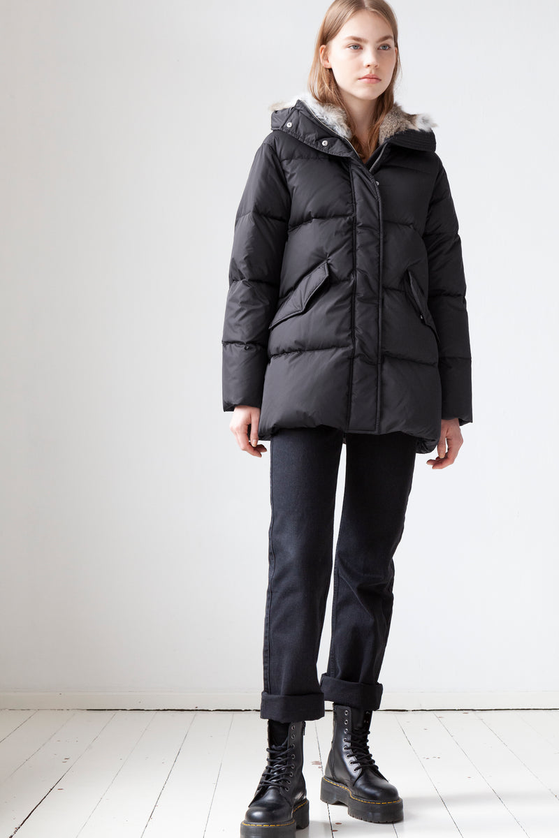 Short Quilted Down Parka in black