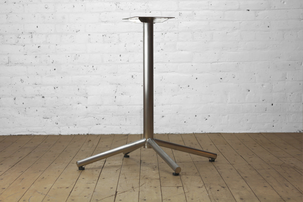 Clearance Gallant + Umbrella Table