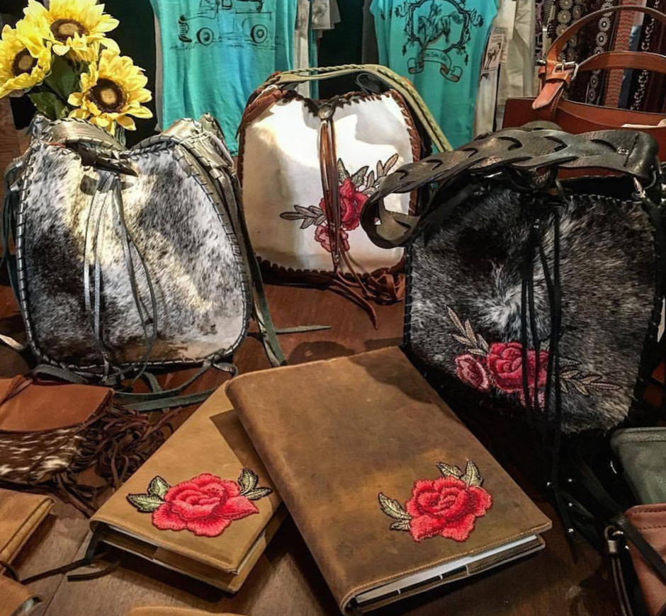 https://cowgirlsforacause.com/collections/handbags