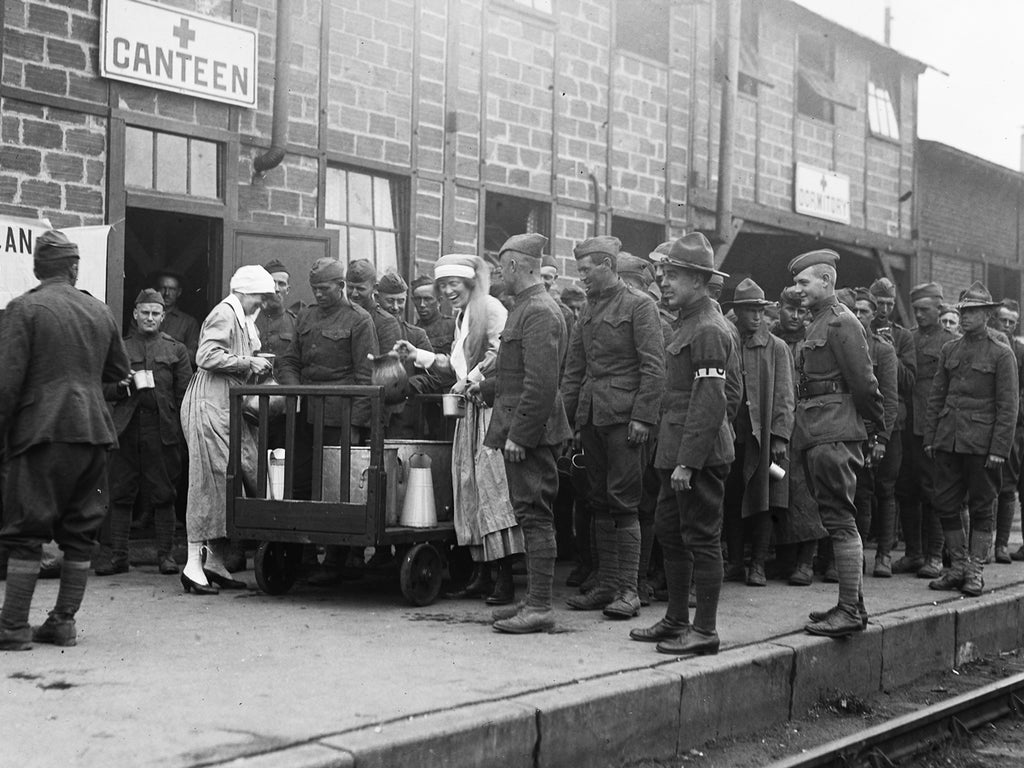 Hundreds of soldiers line up to be served daily coffee and doughnuts