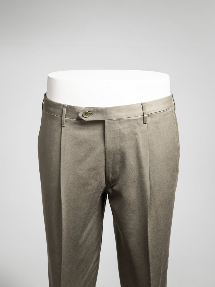 Green pair of regular fit cotton trousers