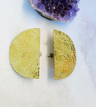 Load image into Gallery viewer, Textured brass earrings pair