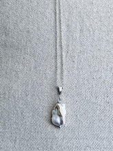 Load image into Gallery viewer, Silver Necklace Mother of Pearl
