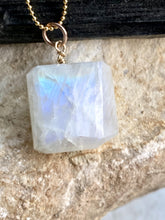 Load image into Gallery viewer, moonstone gemstone necklace natural jewellery
