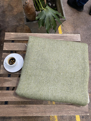 Recycled wool Blanket. Green olive colour. Double size.