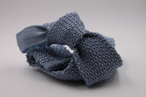 Light blue knitted tie