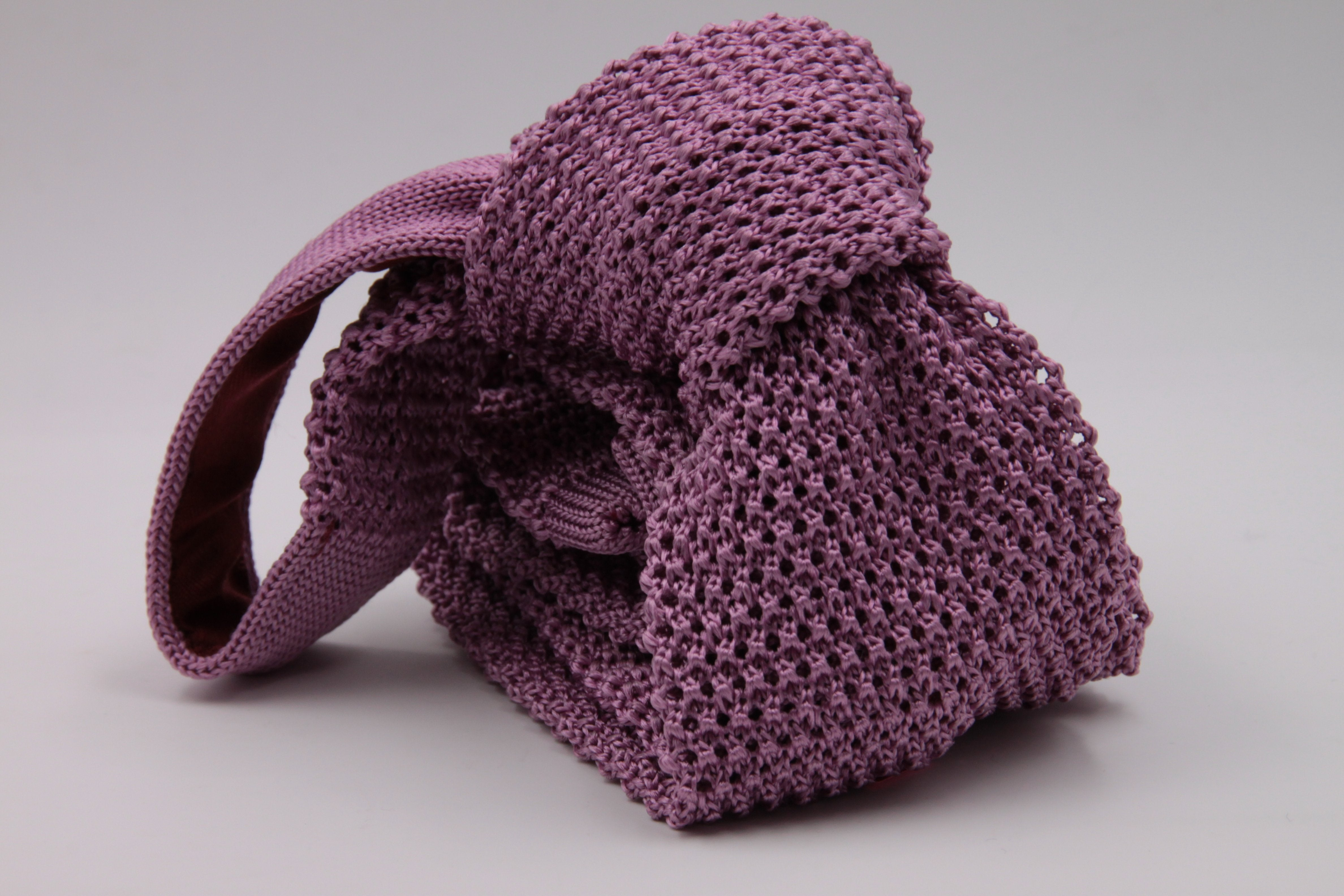 Plum knitted tie