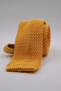 Yellow knitted tie