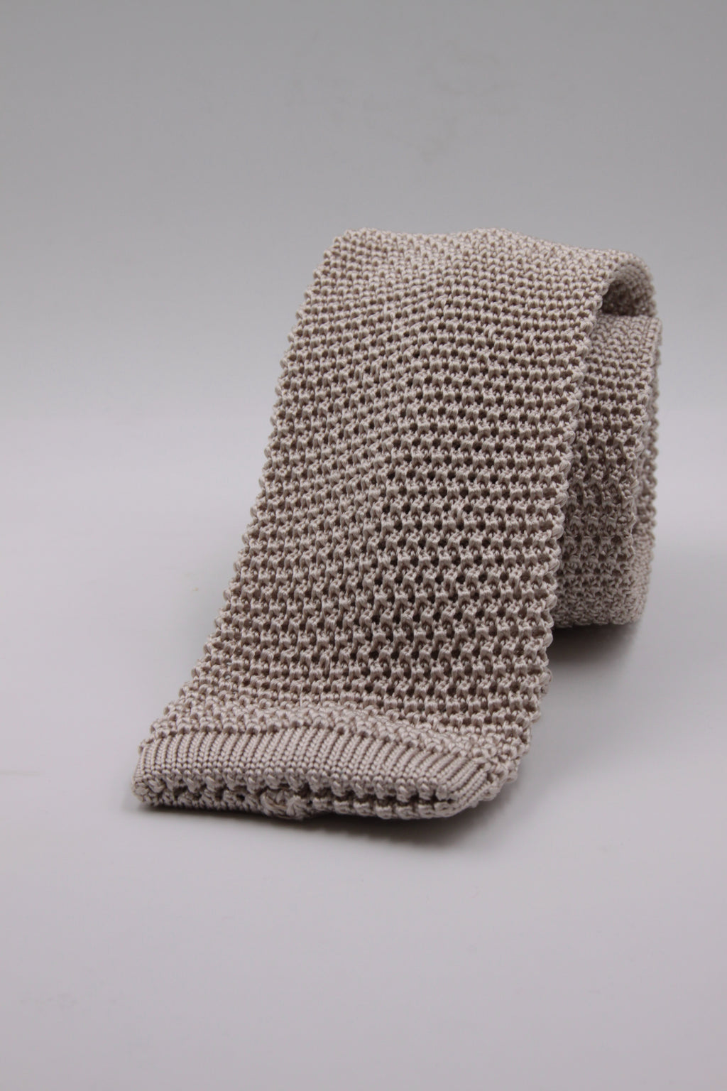 Pearl knitted tie