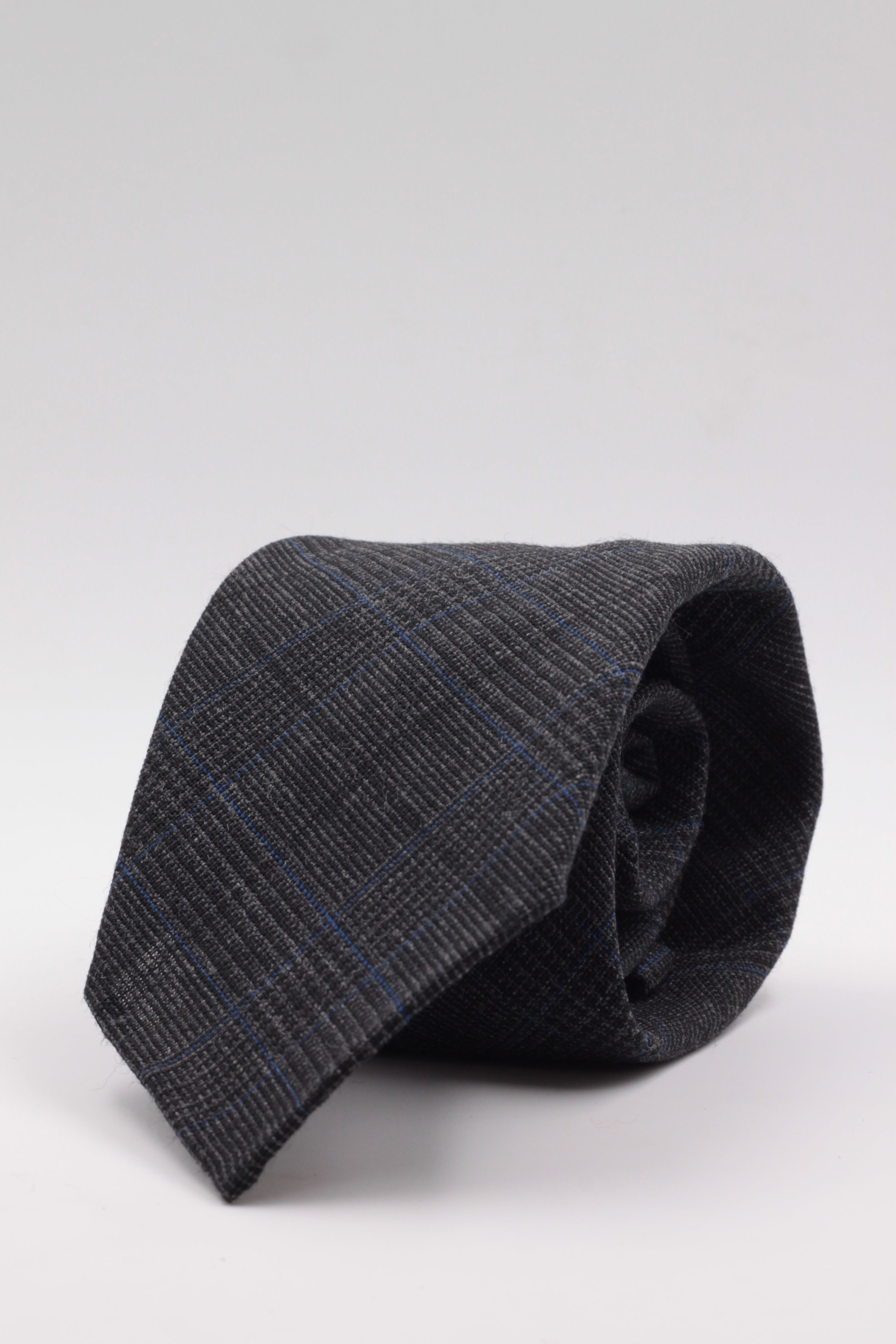 100% Woven Wool Fresco Unlined Hand rolled blades Dark grey and royal blue prince of Wales pattern tie Handmade in Rome, Italy 8 cm x 150 cm