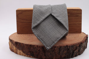 100% Woven Wool Unlined Hand rolled blades Light grey prince of Wales pattern tie Handmade in Rome, Italy 8 cm x 150 cm