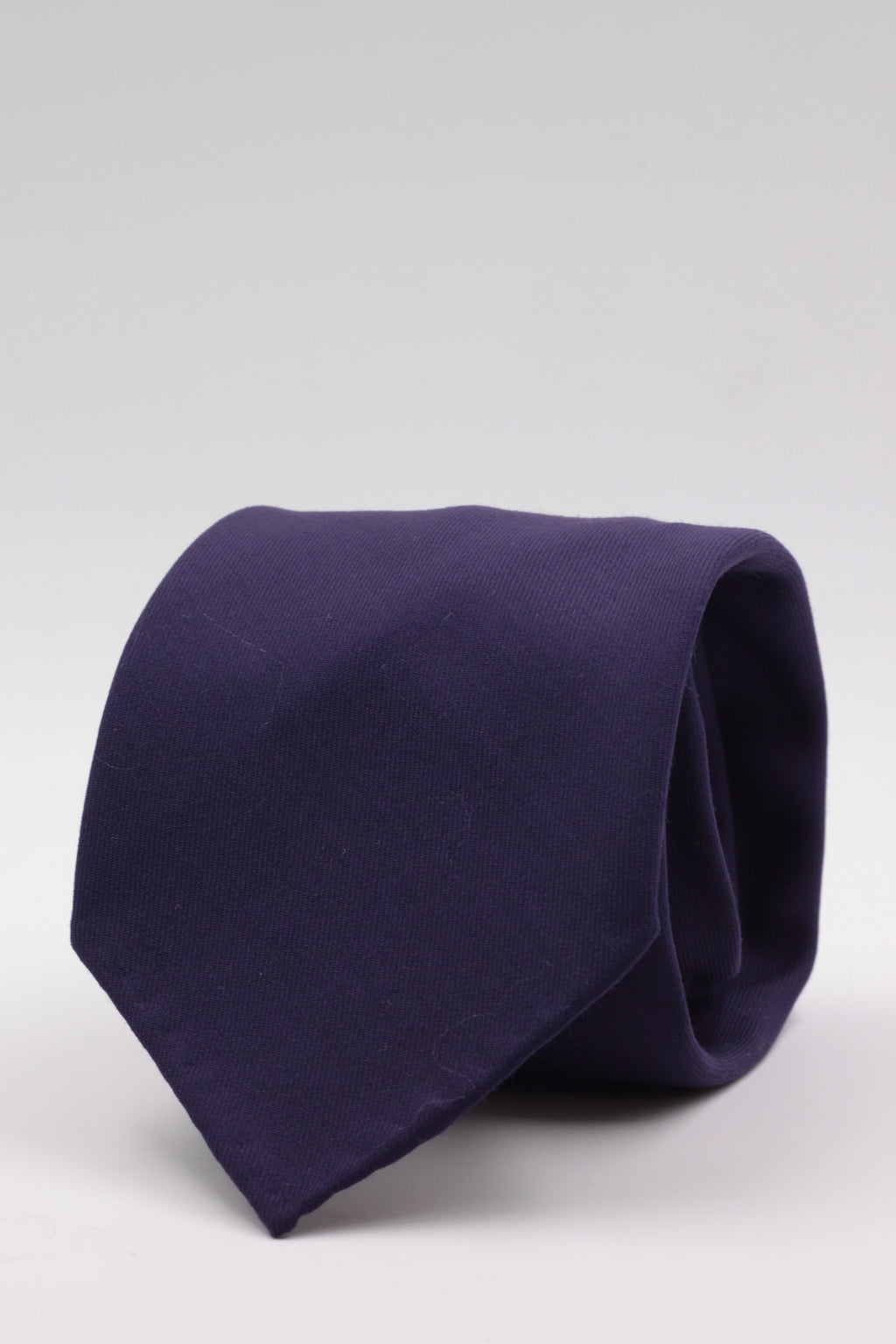 100% Super 140's Worsted Wool Gabardine 9 oz Unlined Hand rolled blades Purple plain  tie Handmade in Rome, Italy 8 cm x 150 cm