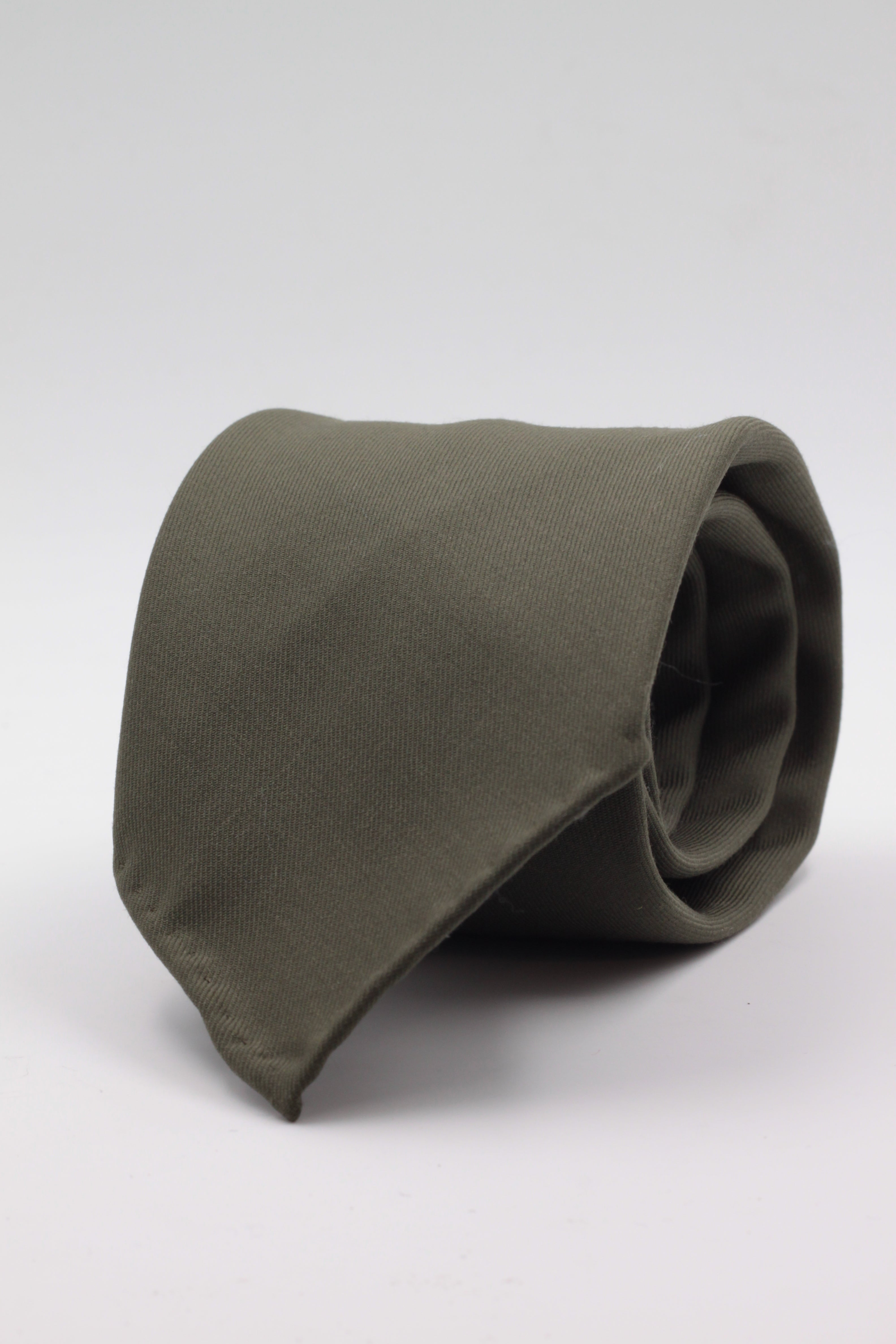100% Super 140's Worsted Wool Gabardine 9 oz Unlined Hand rolled blades Military green plain tie Handmade in Rome, Italy 8 cm x 150 cm