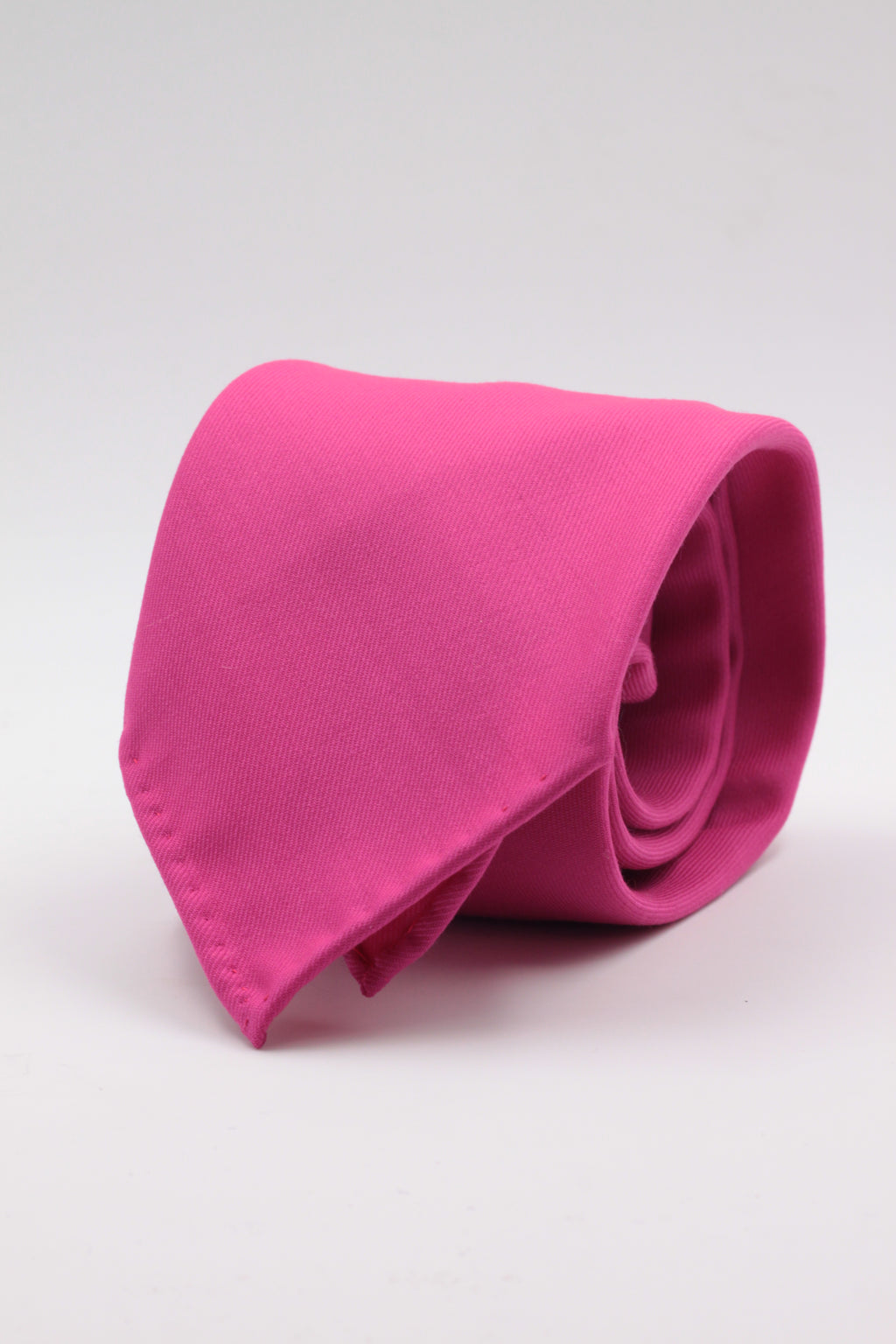 100% Super 140's Worsted Wool Gabardine 9 oz Unlined Hand rolled blades Electric  pink tie Handmade in Rome, Italy 8 cm x 150 cm