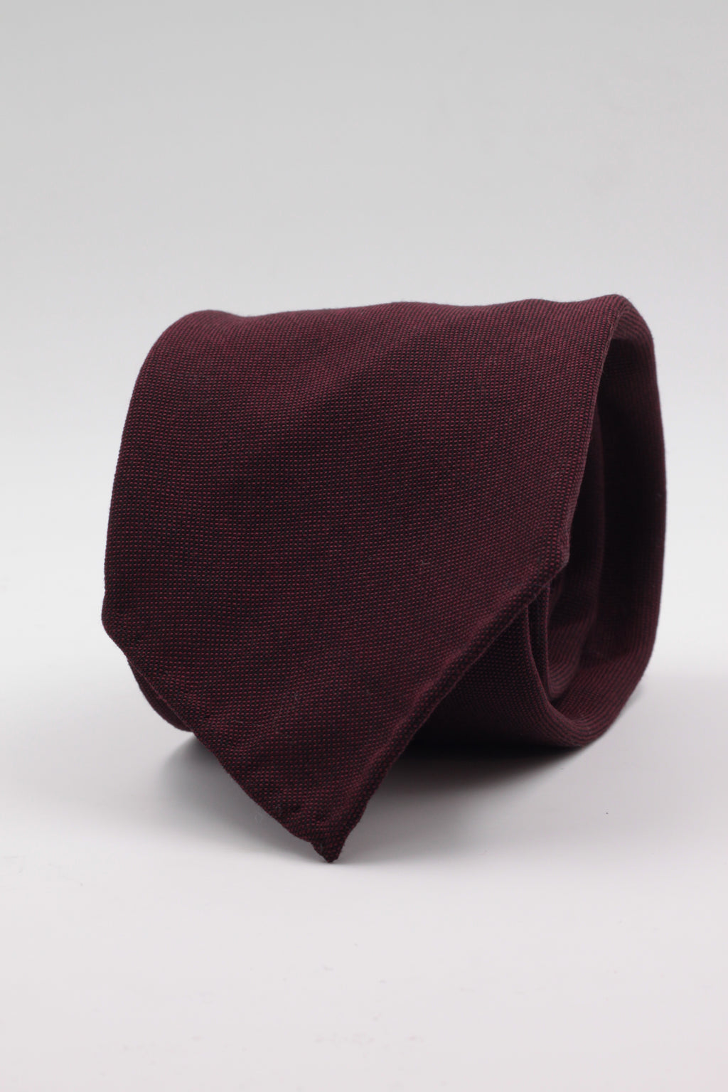 100% Super 140's Worsted Wool Gabardine 9 oz Unlined Hand rolled blades Burgundy plain tie Handmade in Rome, Italy 8 cm x 150 cm