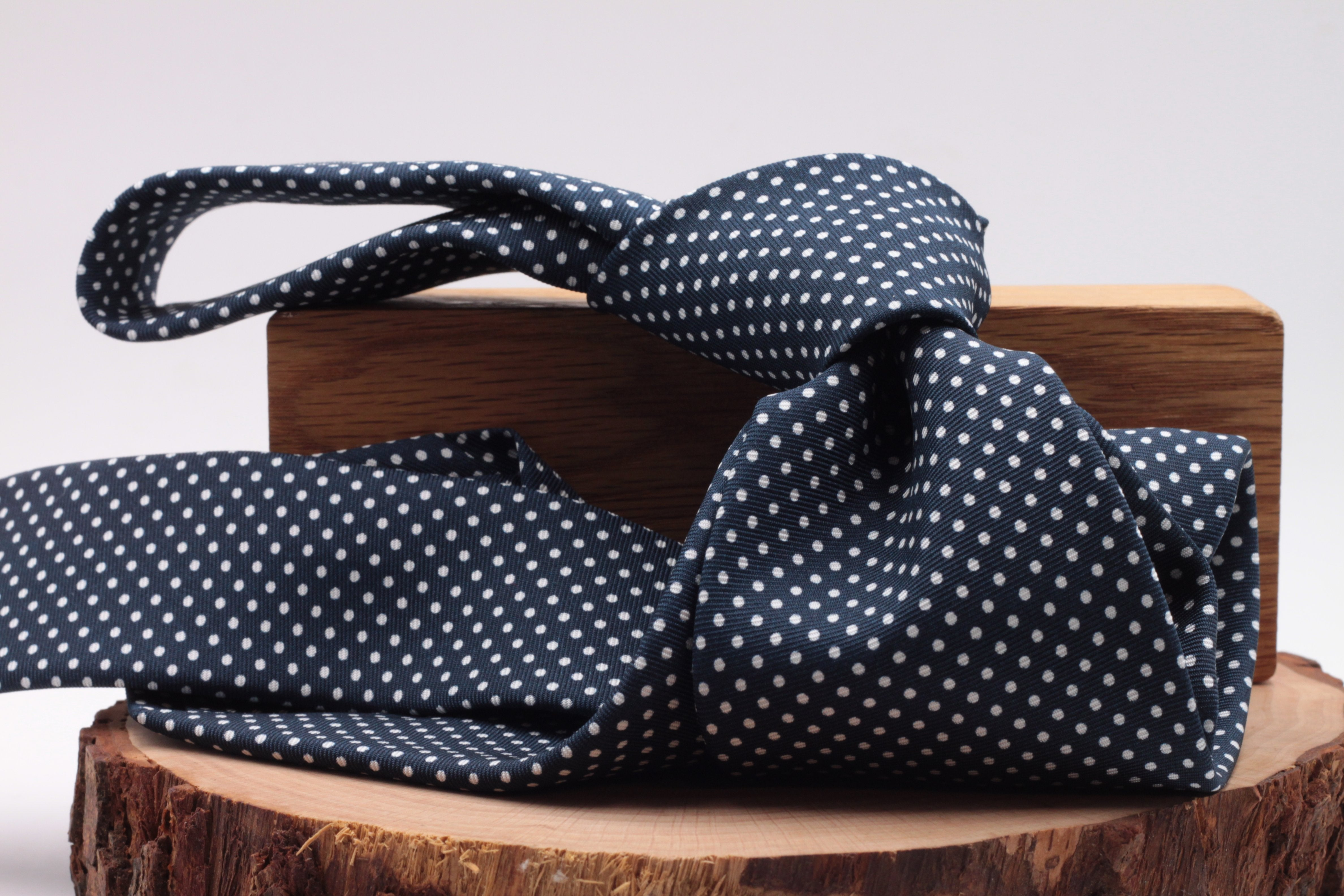 Holliday & Brown for Cruciani & Bella 100% printed Silk Self tipped Blue navy, white dots tie Handmade in Italy 8 cm x 150 cm