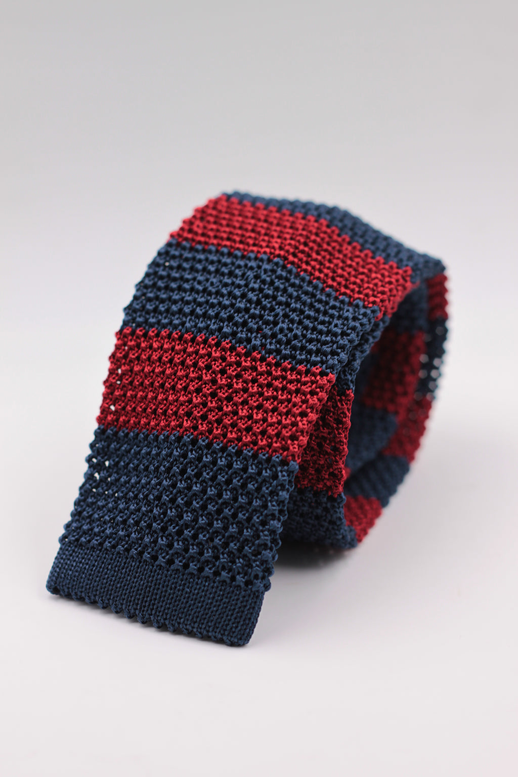 Cruciani & Bella 100% Knitted Silk Blue and Dark Red stripe tie Handmade in Italy 6 cm x 147 cm
