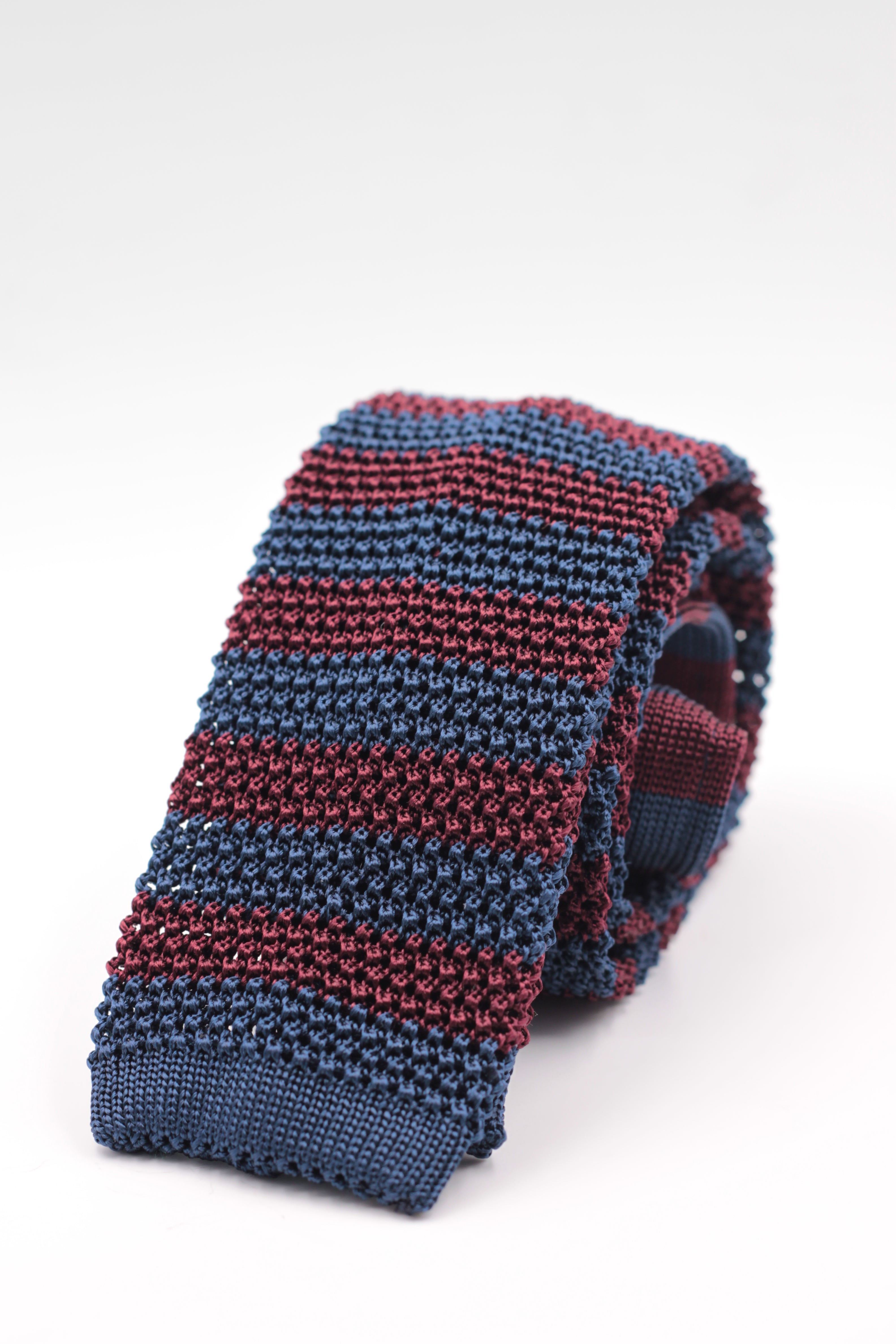 Cruciani & Bella 100% Knitted Silk Blue and Burgundy stripe tie Handmade in Italy 6 cm x 147 cm