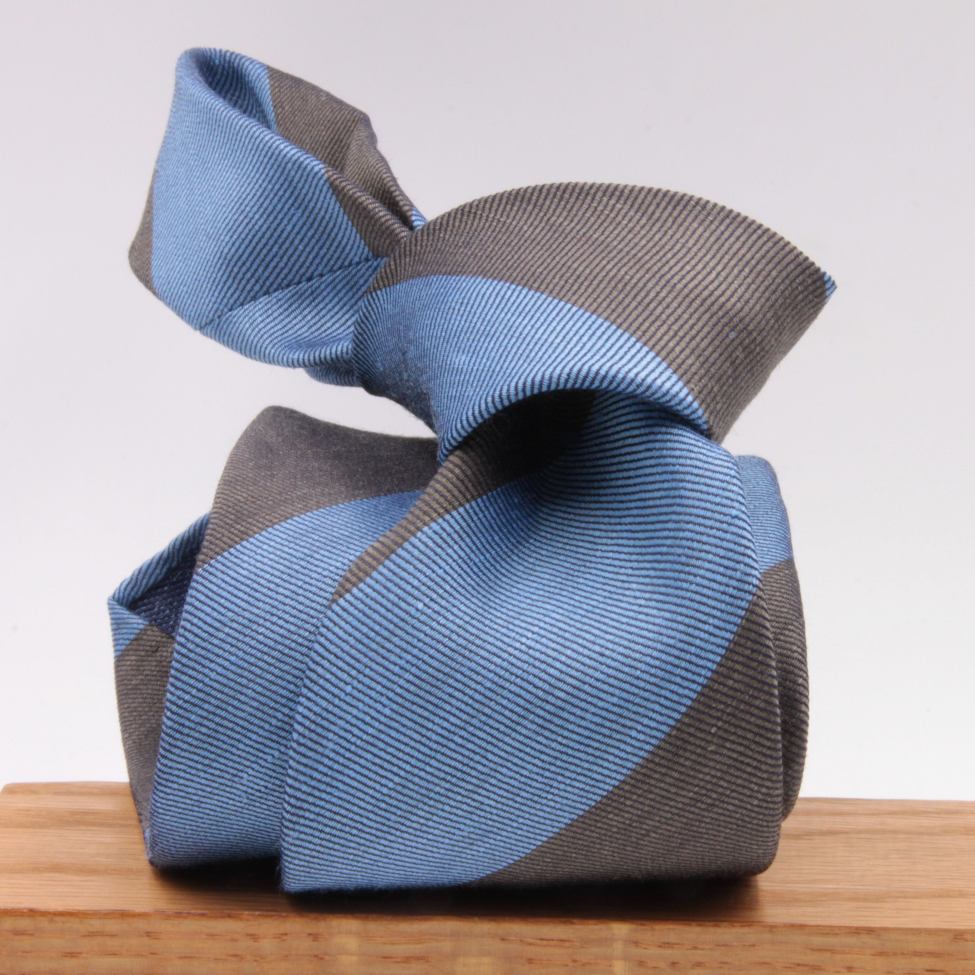 Cruciani & Bella 60% Linen, 40% Silk  Italian fabric Unlined Blue and Olive Green unlined stripe tie Handmade in Italy 8 cm x 150 cm