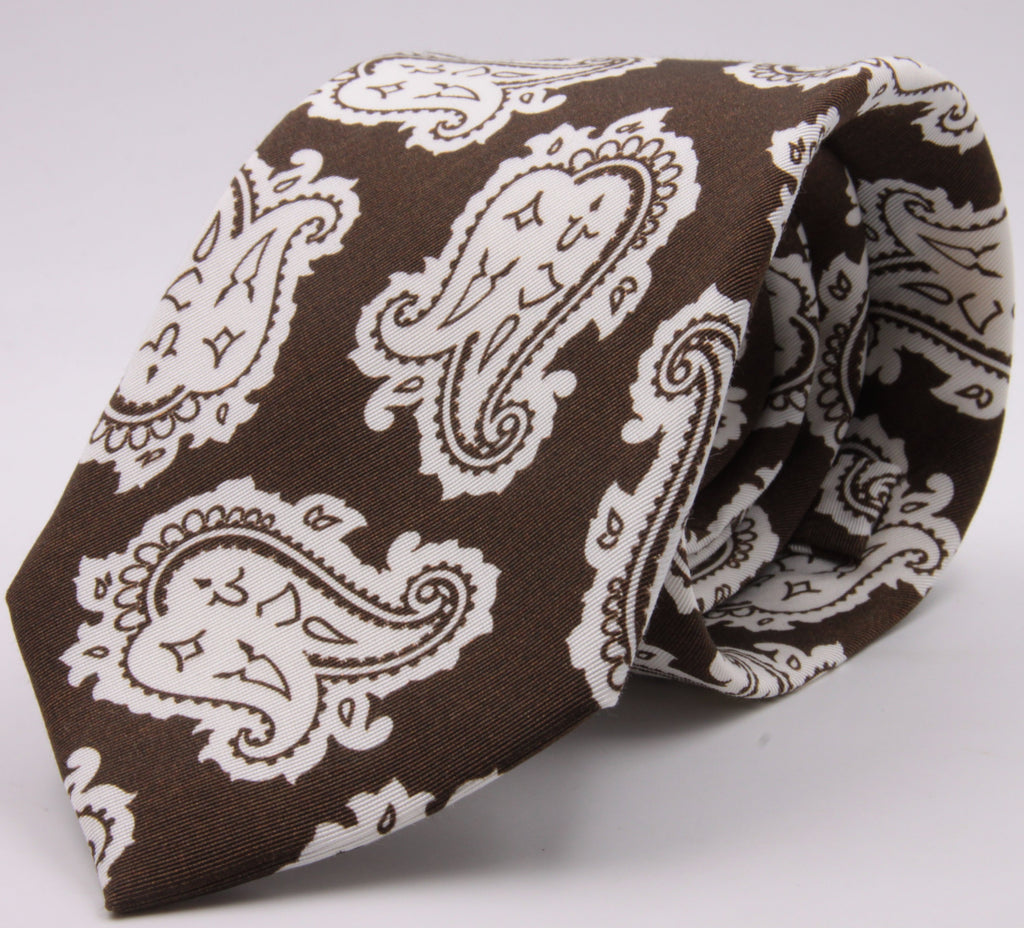 Drake's for Cruciani e Bella Printed 60% Silk 40% Cotton Self-Tipped Brown and White Paysley Motif Tie Handmade in London, England 8 cm x 149 cm #5419