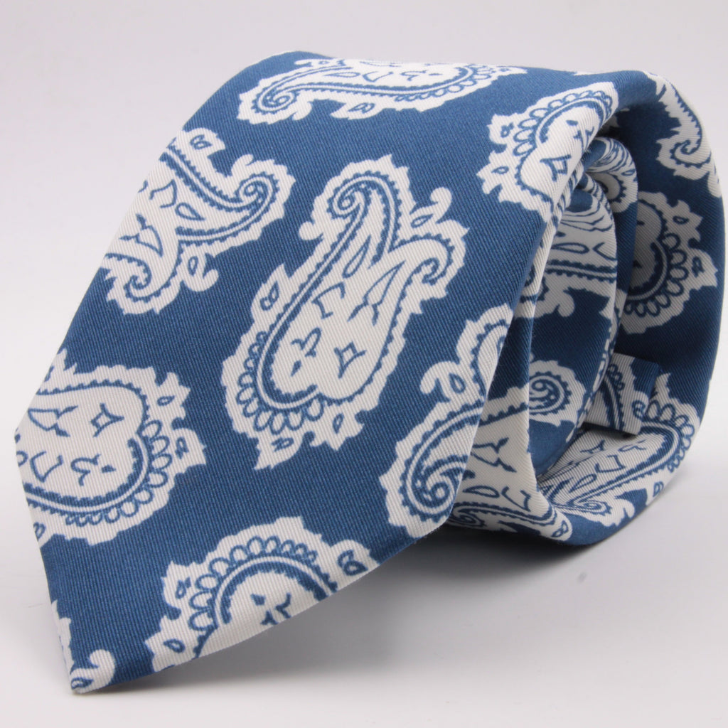 Drake's for Cruciani e Bella Printed 60% Silk 40% Cotton Self-Tipped Blue and White Paysley Motif Tie Handmade in London, England 8 cm x 149 cm #5420