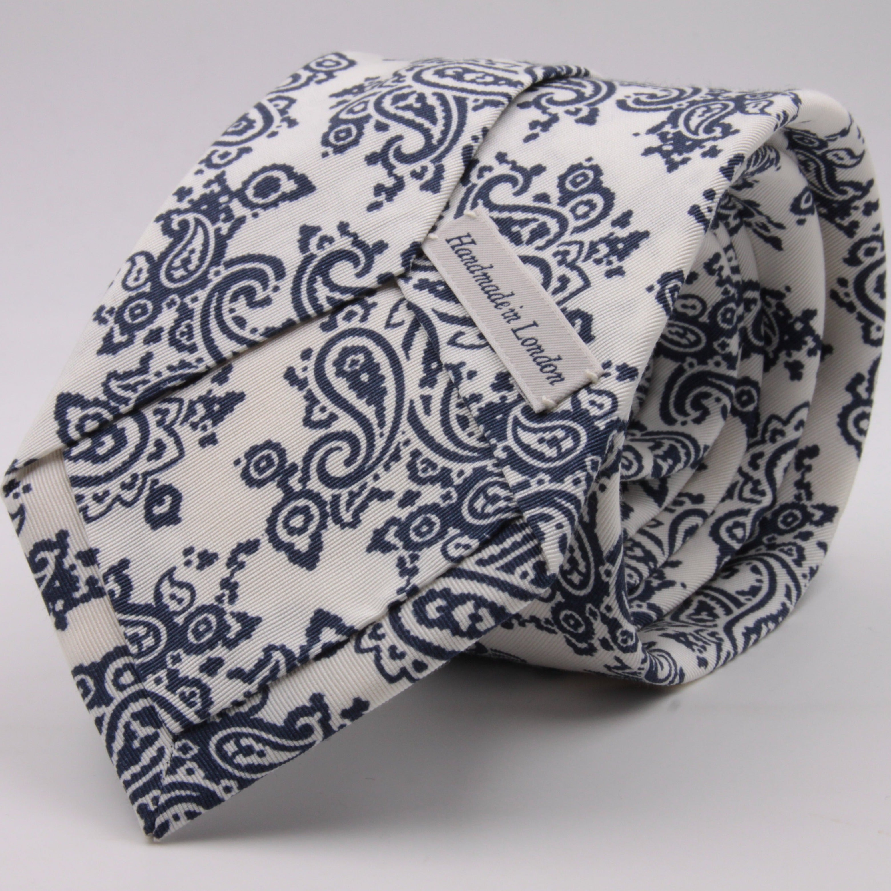 Drake's for Cruciani e Bella Printed 60% Silk 40% Cotton Self-Tipped Blue and White Paysley Motif Tie Handmade in London, England 8 cm x 149 cm #5412