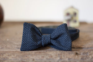 Noodles Bow Ties 100% Japanese Cotton  Blue navy, grey dashes seersucker Handcrafted in Italy Coated metal hardware  Olive green gabardine inside Hand-stitched labels Handmade boxes Self-tie bow ties