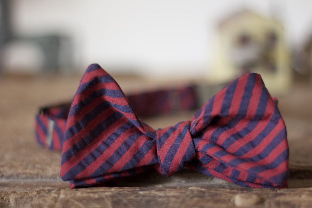 Noodles Bow Ties 100% Cotton  Red and blue seersucker Handcrafted in Italy Coated metal hardware  Olive green gabardine inside Hand-stitched labels Handmade boxes Self-tie bow ties