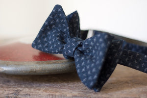Noodles Bow Ties 100% Japanese Cotton  Blue navy, grey crosses Handcrafted in Italy Coated metal hardware  Olive green gabardine inside Hand-stitched labels Handmade boxes Self-tie bow ties