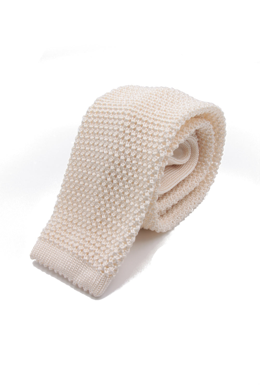 Bright ivory knitted tie