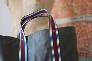 Noodles - Olive dry waxed ripstop cotton - Red wine handles tote bag