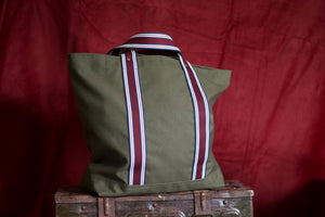 Noodles - Forrest green dry waxed cotton - Red wine handles tote bag