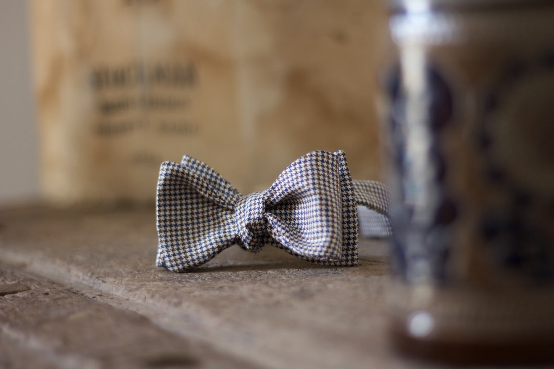 Noodles Bow Ties Linen, Silk and Wool Blue, brown and white pied de poule Handcrafted in Italy coated metal hardware  olive green gabardine inside hand-stitched labels handmade boxes self-tie bow ties