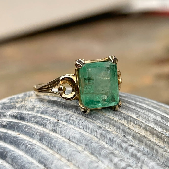 Estate 14KT Yellow Gold 3.00 CT Emerald-Cut Emerald Swirl Band Ring