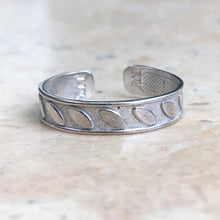 Load image into Gallery viewer, 14KT White Gold Leaf Pattern Toe Ring, 14KT White Gold Leaf Pattern Toe Ring - Legacy Saint Jewelry