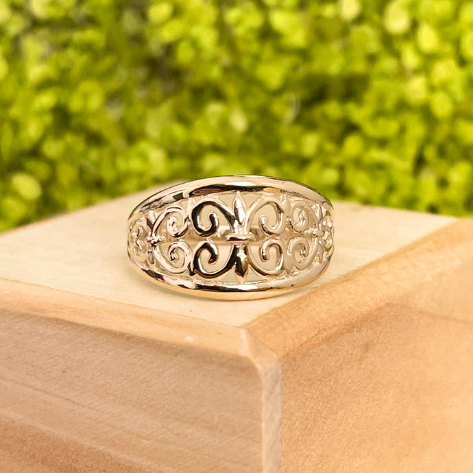 10KT Yellow Gold Fleur de Lis Cut-Out Cigar Band Dome Ring