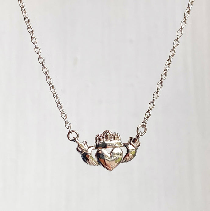 14KT White Gold Celtic Claddagh Pendant Chain Necklace 17