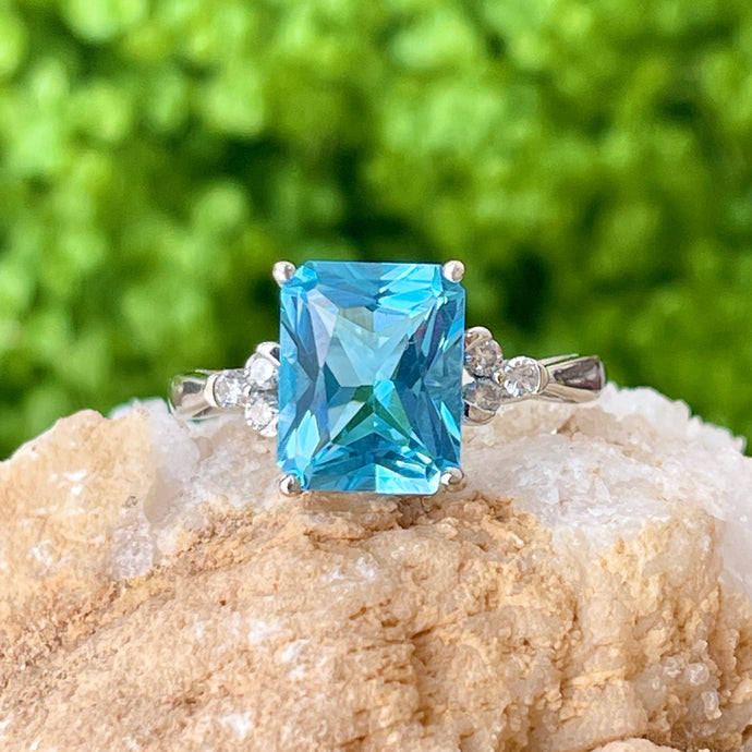 Estate 10KT White Gold Fantasy Cut Aqua Blue Topaz + Diamond Accent Ring