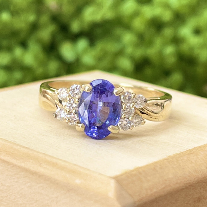 Estate 14KT Yellow Gold Oval 2.00 CT Tanzanite + Diamond Accent Ring