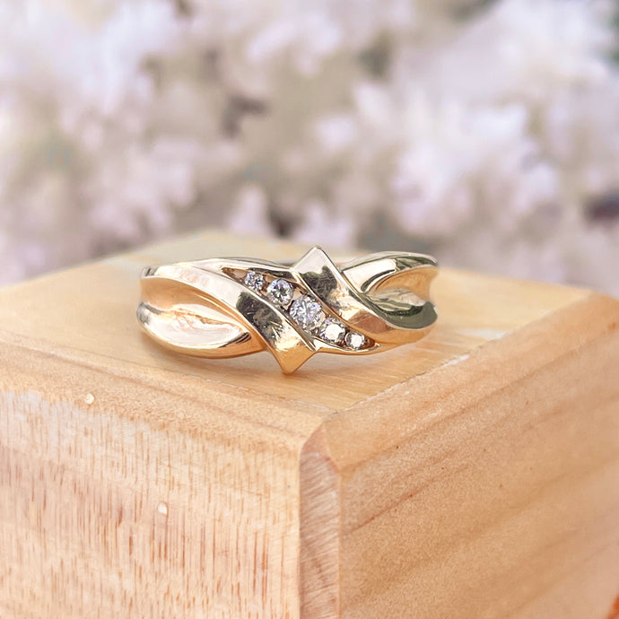 Estate 14KT Yellow Gold Graduated 5 Diamond Mens Wedding Band Ring