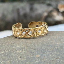 Load image into Gallery viewer, 14KT Yellow Gold Celtic Weave Toe Ring, 14KT Yellow Gold Celtic Weave Toe Ring - Legacy Saint Jewelry
