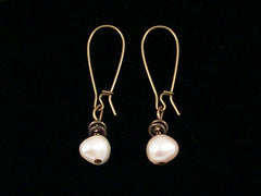 Antiqued medium earrings w/ Pearl (Web-265)