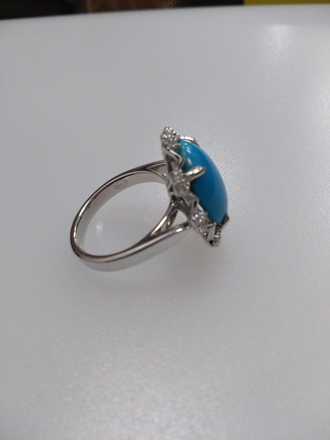 18ct white gold turquoise &diamond ring