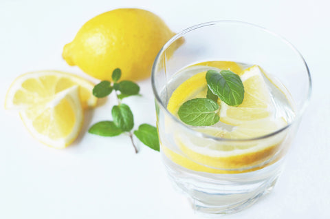 Alkaline water with lemons